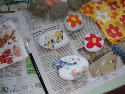 Malujeme kamínky pro kamarády, tatínky i maminky