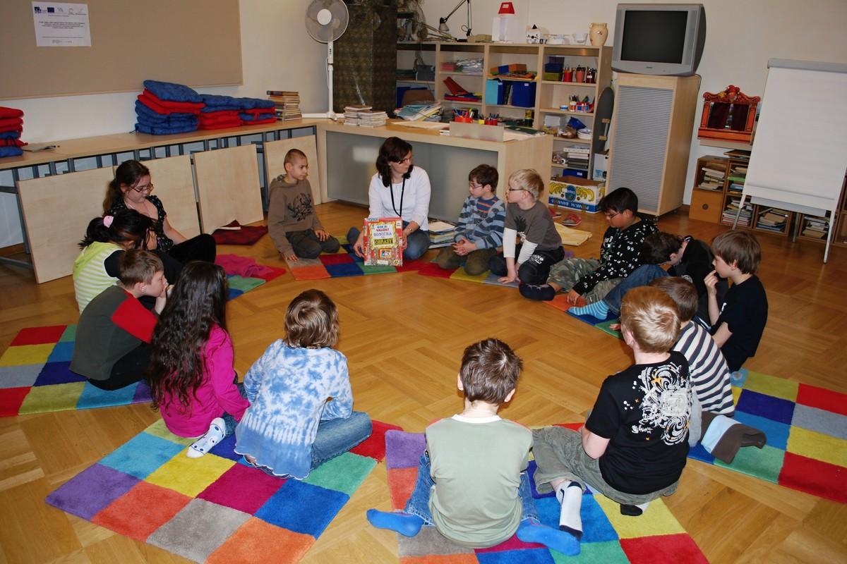 Beseda z tematického cyklu Dům plný informací s dětmi ze ZŠ pro zrakově postižené, Brno, Kamenomlýnská 2, s názvem Už si umím vybrat sám