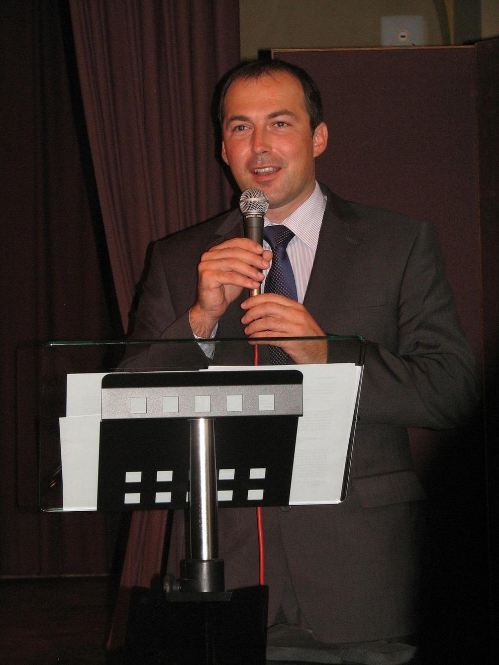 Již nepřítomného ministra kultury zastupoval jeho náměstek Radek Zdráhal