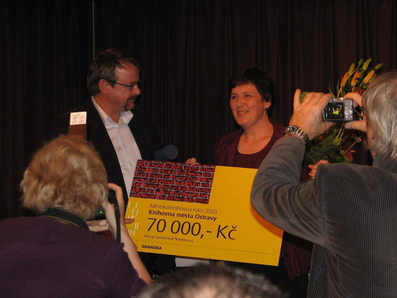 Předání ceny Městská knihovna roku 2010 Knihovně města Ostravy