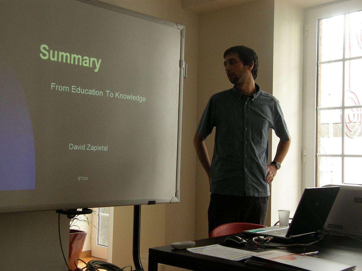 Obr. 3: Autor článku při jedné z prezentací