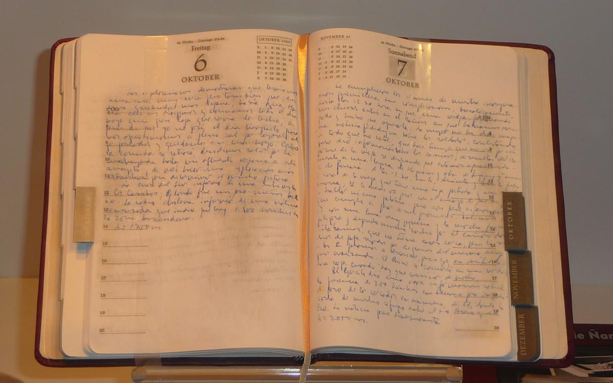 Obr. 4: Che Gevarova vitrína obsahovala faksimile jeho deníků (mimochodem přeložených i do češtiny)