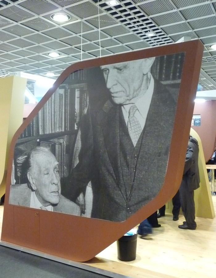 Obr. 7: Portrét Borgese lákal k argentinskému stánku v jedné z hal