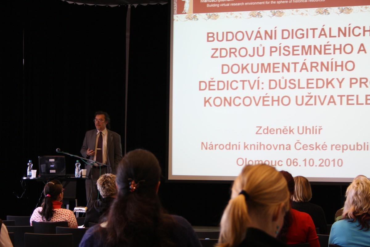 Obr. 2: PhDr. Zdeněk Uhlíř z Národní knihovny ČR