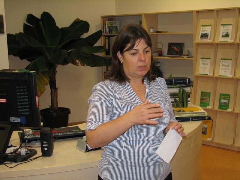 Vedoucí knihovny Barbora Molíková při výkladu