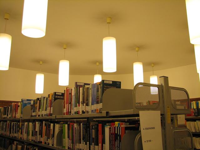 Osvětlení v knihovně