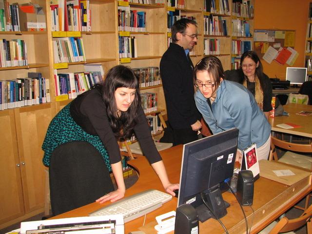 Účastníci exkurze při diskusi