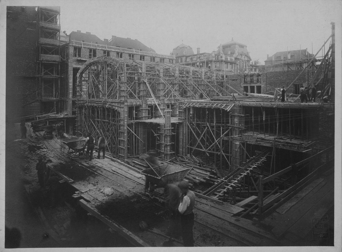 Historická fotografie ze stavby nové budovy Ústřední knihovny