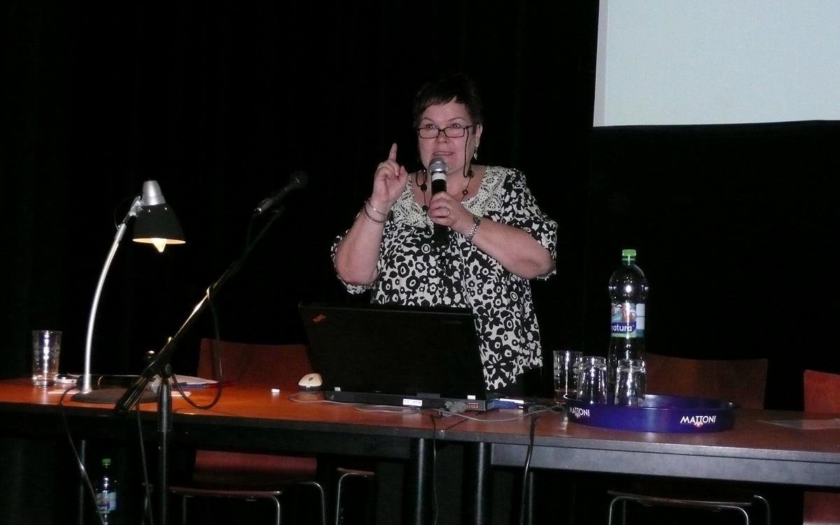 Zlata  Houšková se ve svém příspěvku zamýšlela nad devizami knihovnické profese