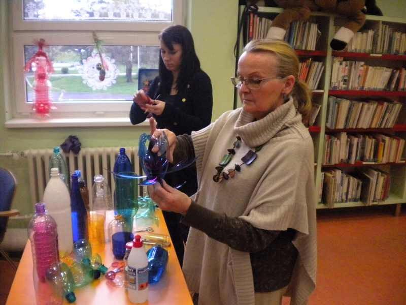 Výtvarnice Renata Filipová a její kouzla s PET lahvemi