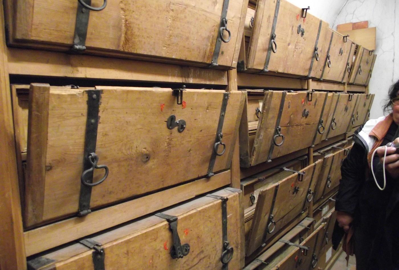 Původní barokní transportní skříně klášterního archivu v Einsiedelnu