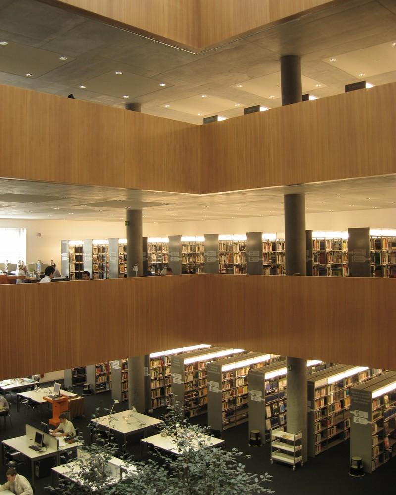 Pohled do interiéru knihovny