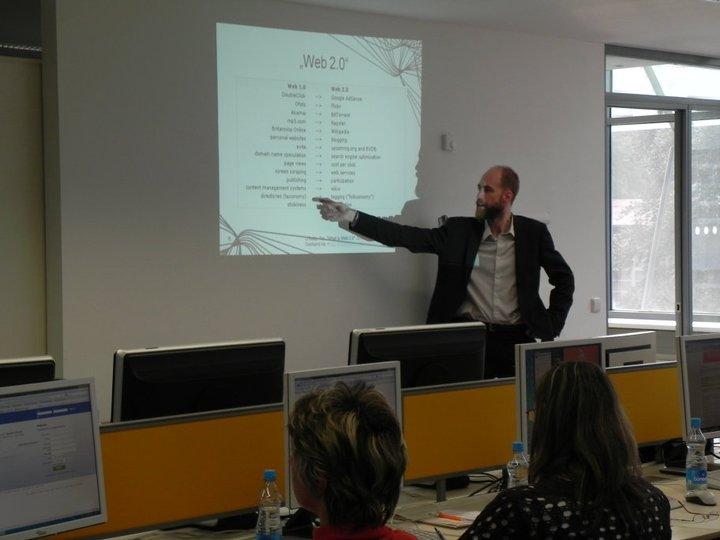 Obr.4: Jakub Štogr upozorňuje na charakteristiky Webu 2.0