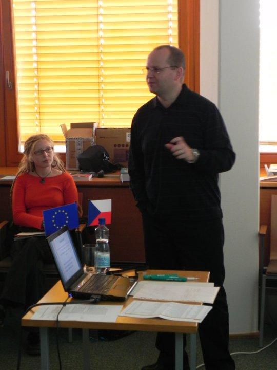 Obr.5: Jiří Zounek při přednášení v MZK
