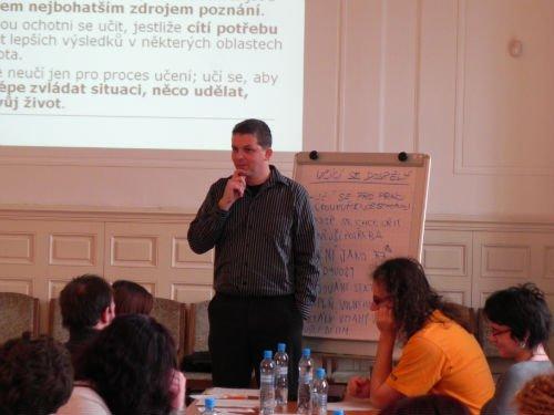 Obr.6: Petr Novotný při přednášce o lektorských dovednostech
