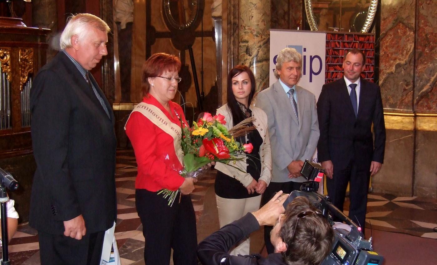 Cena Ministerstva kultury ČR a titul Knihovna roku 2011 putovala do místní části Vavřinec-Veselice