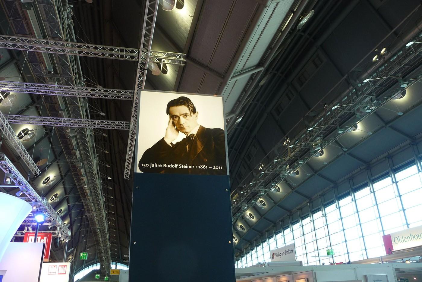 Jeden z plakátů ke kulatému výročí Rudolfa Steinera