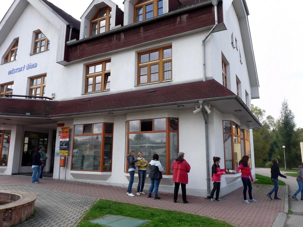 Zrekonstruovaná knihovna ve druhém patře městského úřadu