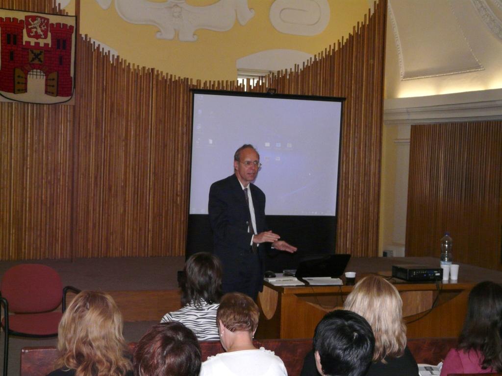 Aleš Brožek svou prezentaci nazval Několik poznámek kakvizici DVD sfilmy a navázal v ní na svůj článek pro časopis Grand Biblio