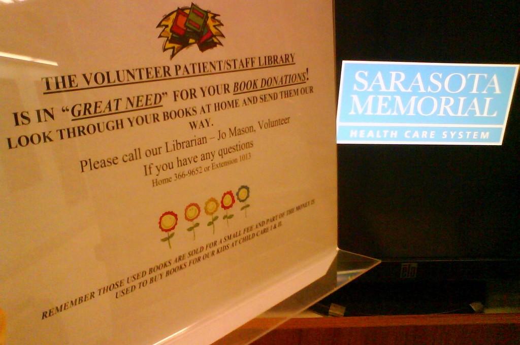 Knihovna Memorial Hospital vSarasotě, obsluhovaná dobrovolníky, poptává knihy, které už nepotřebujete
