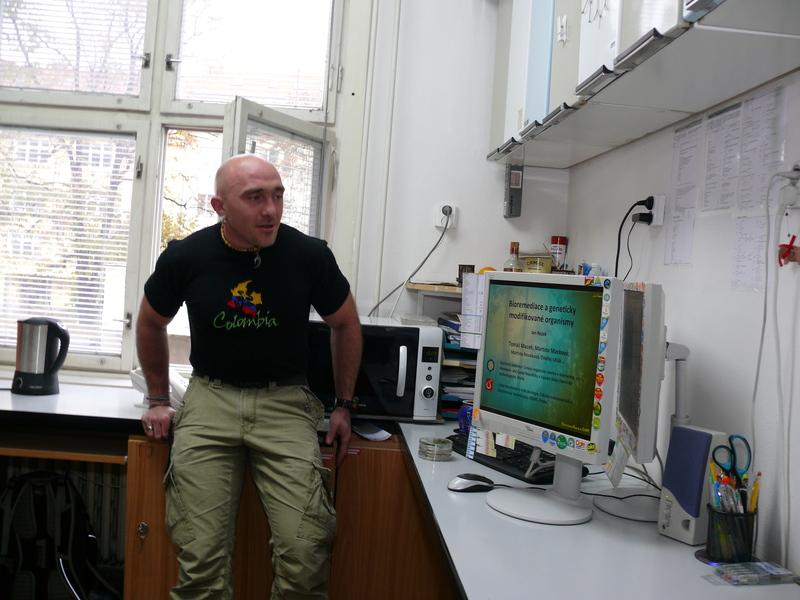 Z návštěvy laboratoří