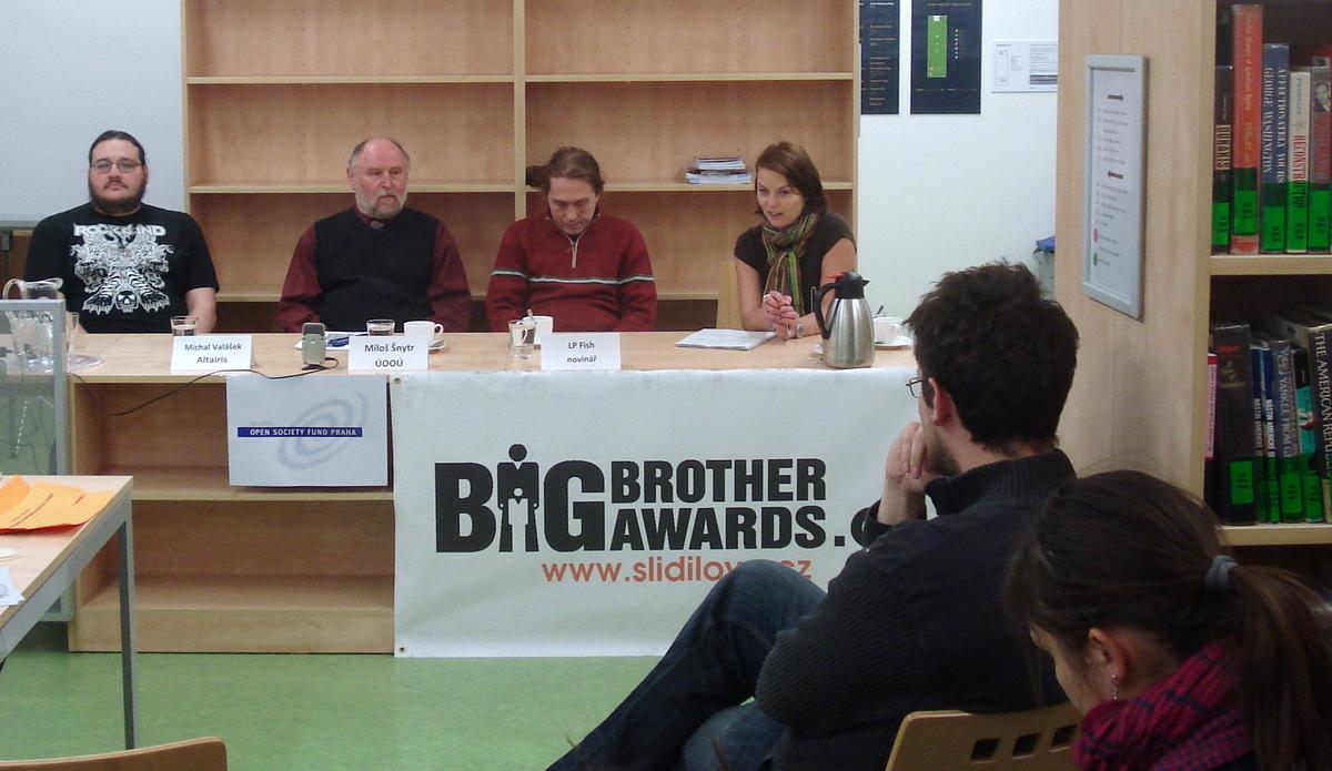 Mezi panelisty debaty bohužel chyběl představitel Správy základních registrů MV ČR