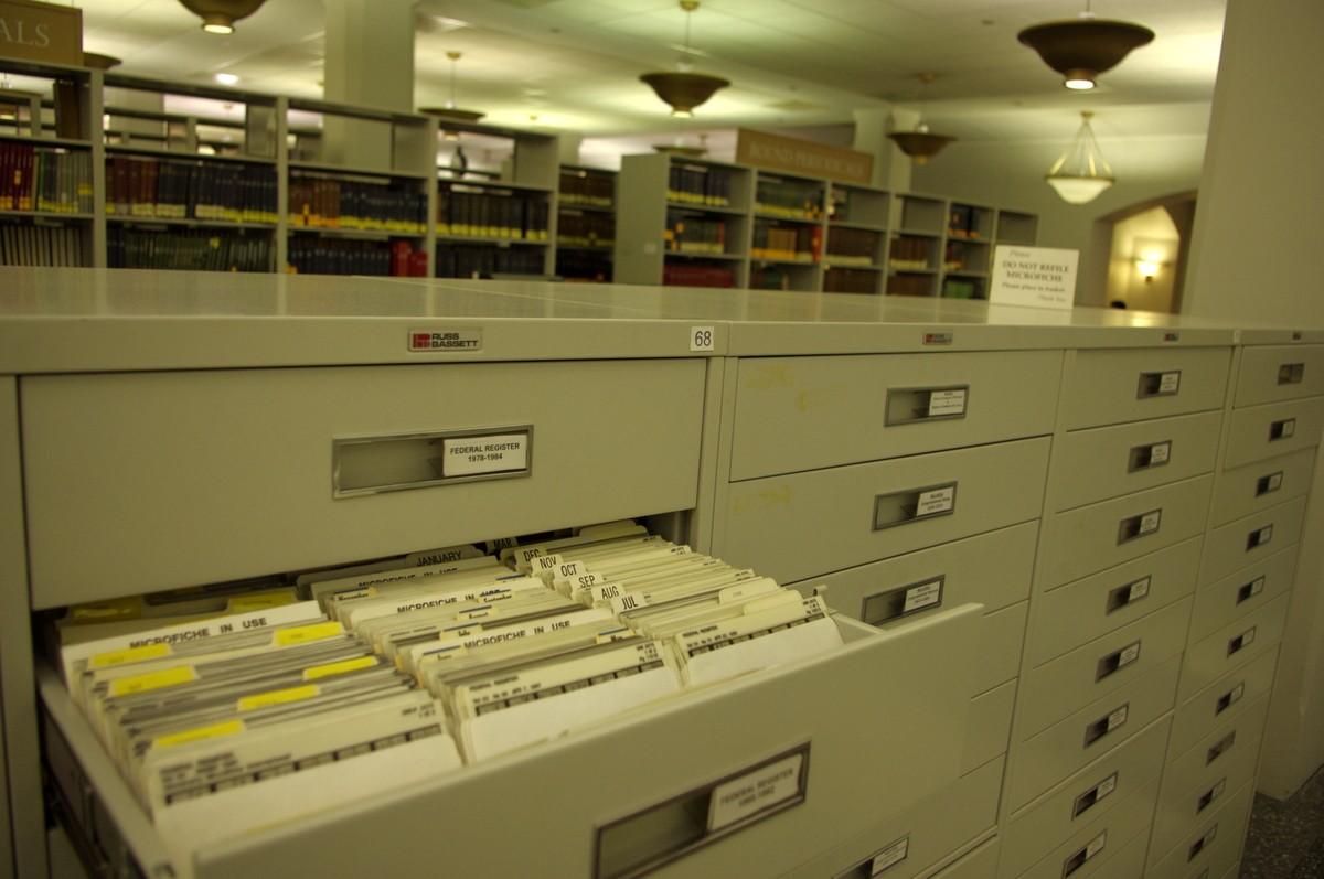 Vládní dokumenty a mikrofiše