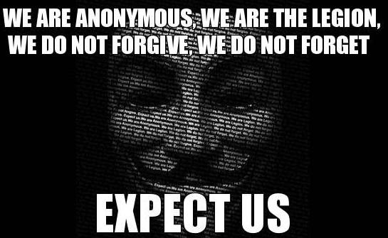 Jedno z mnoha zobrazení hnutí Anonymous a jejich slogan
