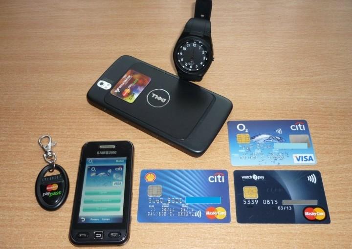 Bezkontaktní zařízení, která pan Chvátal používal ve svém mega-testu