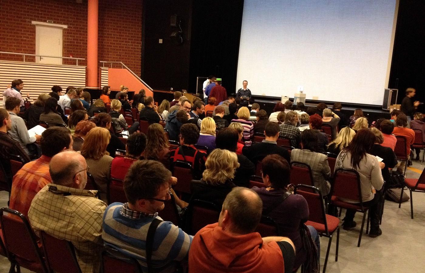 Na Učitelský summit dorazila více než stovka účastníků