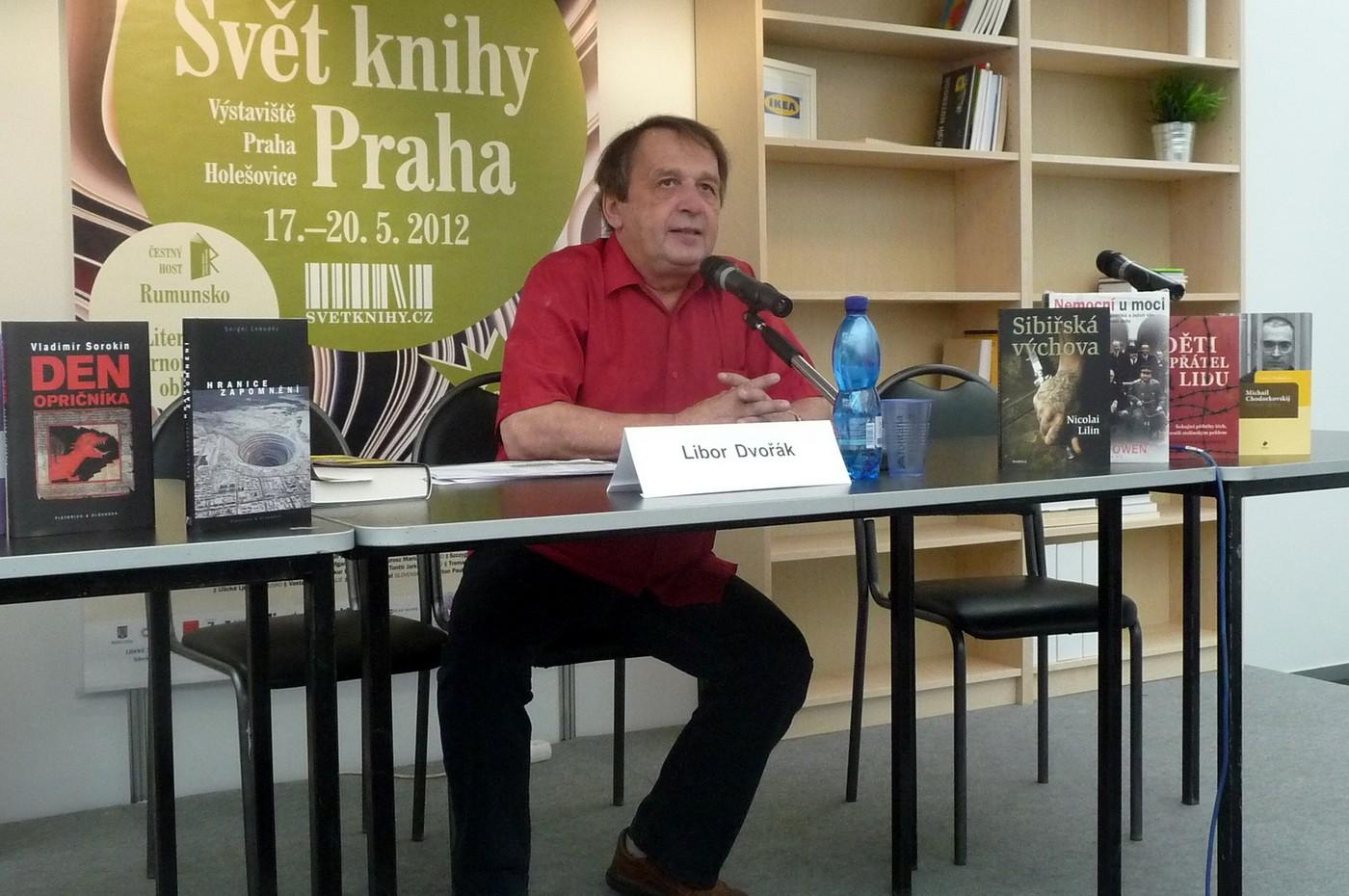 Spoluautor pořadu Politická literatura na českých pultech, který pravidelně vysílá Český rozhlas 6