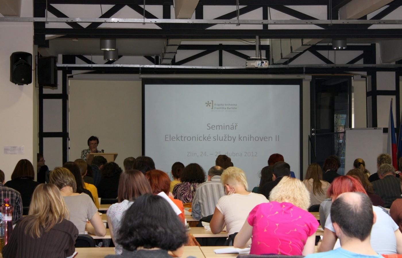 Při zahájení konference přivítala četné publikum RNDr. Helena Šimová