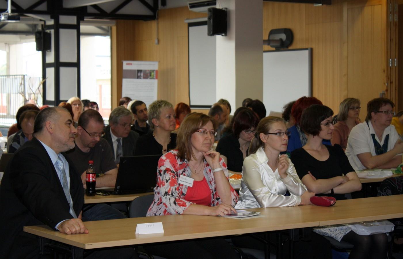 Dvoudenního semináře se zúčastnila zhruba stovka odborníků