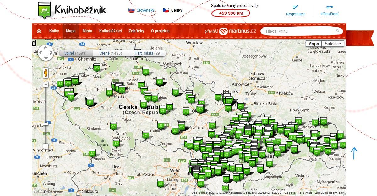 Webové stránky projektu Knihoběžník a mapa zobrazující rozmístění dostupných knih