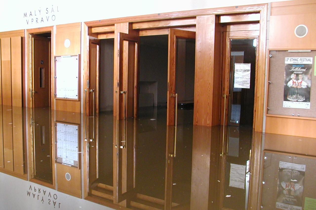 Povodeň vÚstřední knihovně zasáhla všechny prostory pod Mariánském náměstí