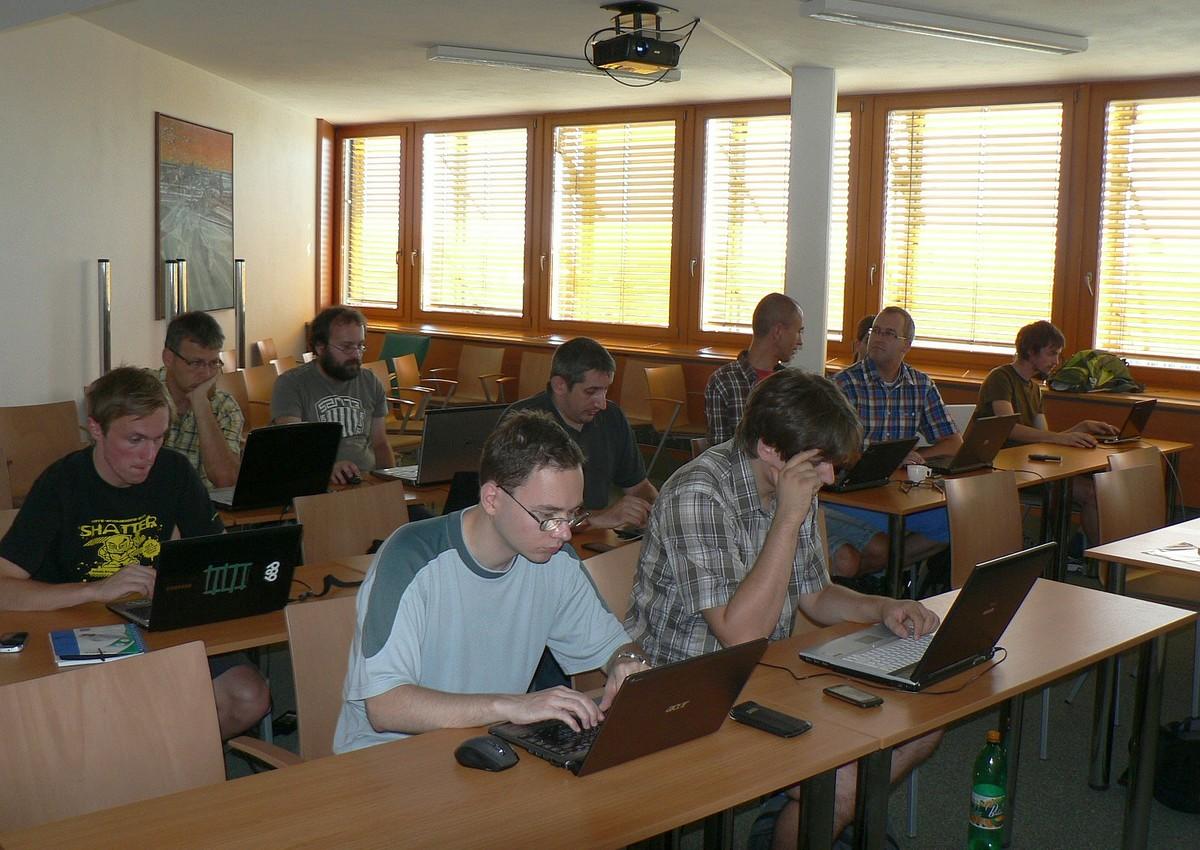 Účastníci workshopu se bez notebooků neobešli