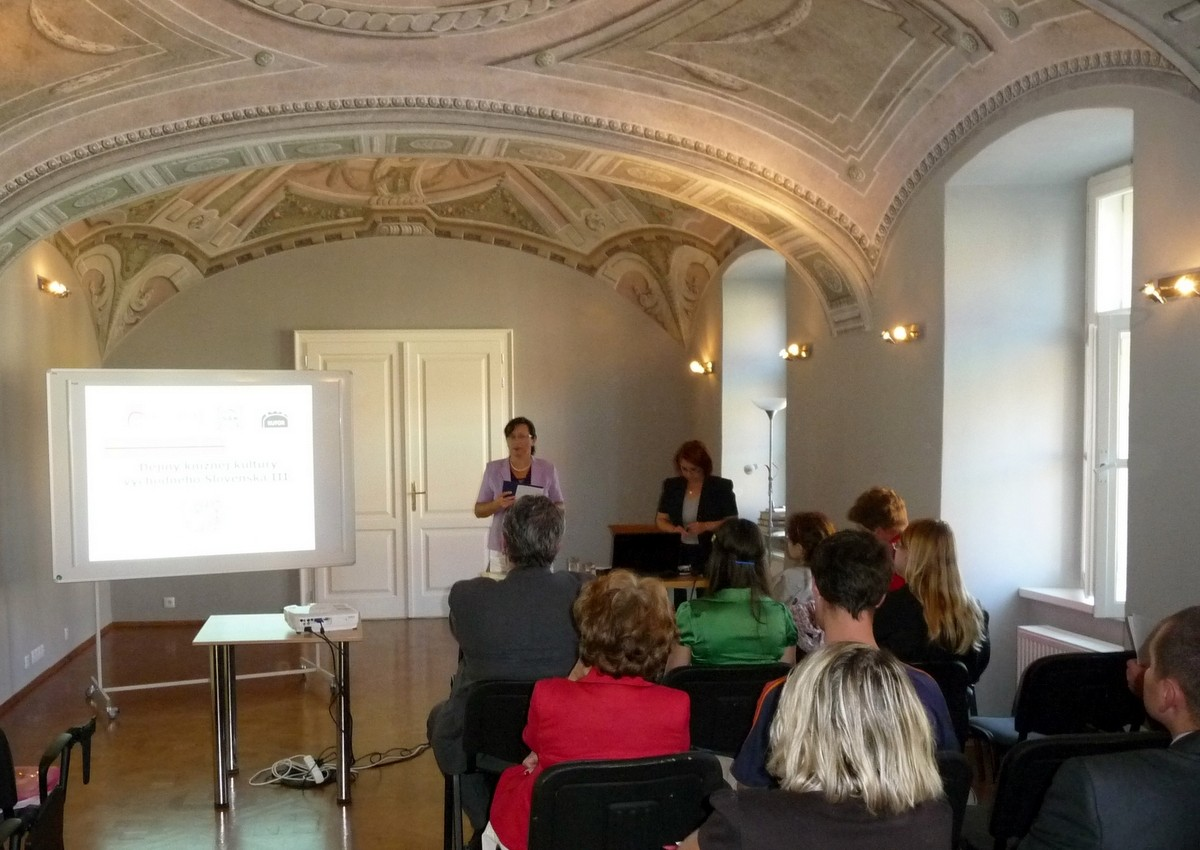 Konferenciu svojim príhovorom otvorila riaditeľka ŠVK v Prešove Mgr. Valéria Závadská