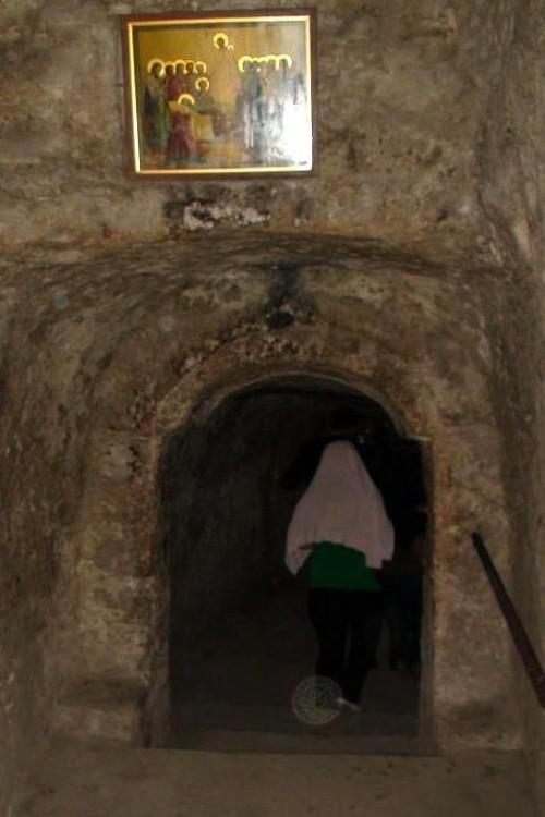 Výstup z jeskyně obývané mnichem