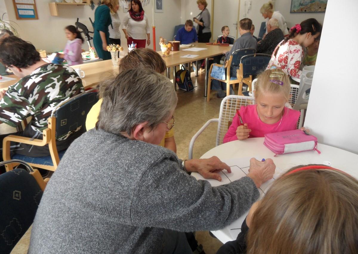 V denním stacionáři pro seniory byli účastníci konference svědky spolupráce mezi generacemi