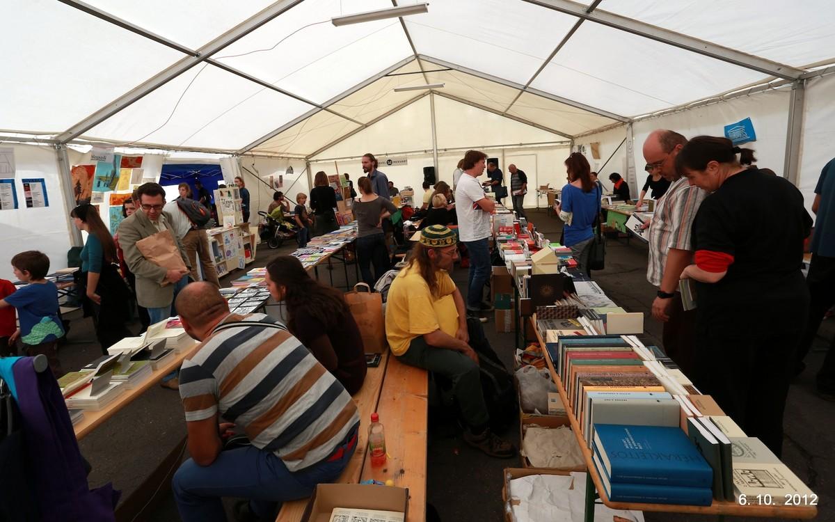 Festivalový stan hýřil životem