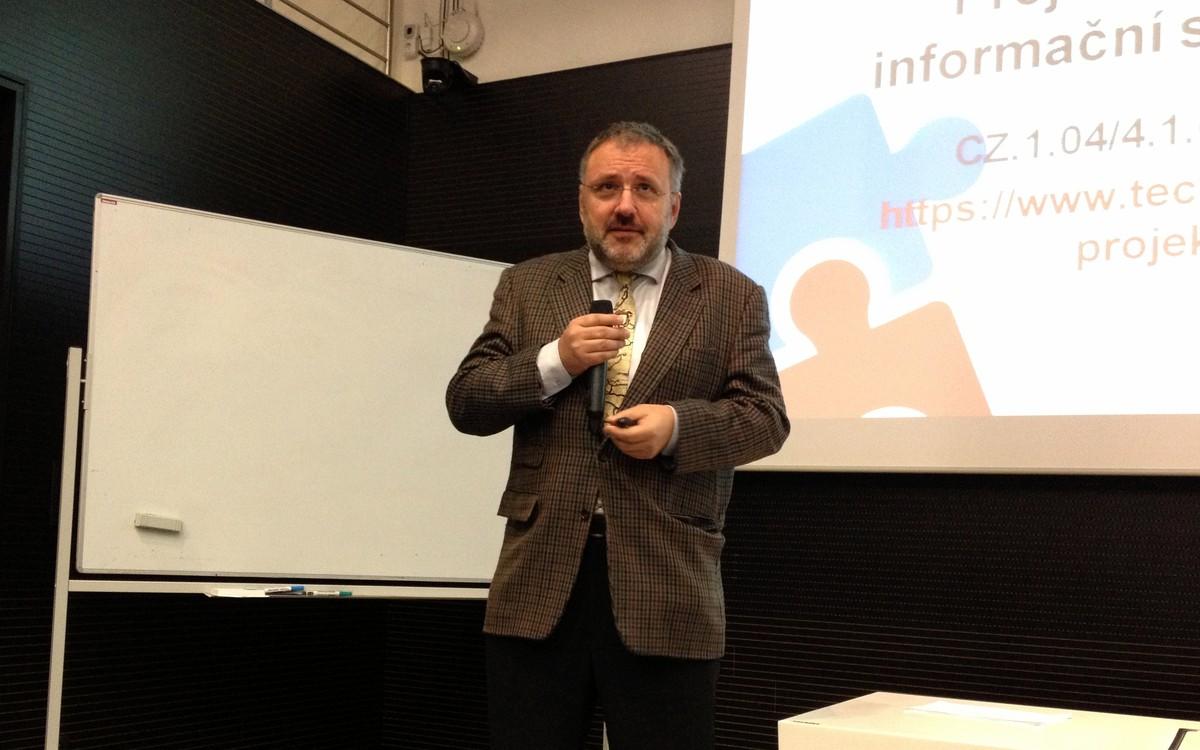 Přednáška Jiřího Zlatušky nabídla zajímavý průřez historií knihoven a informační společnosti