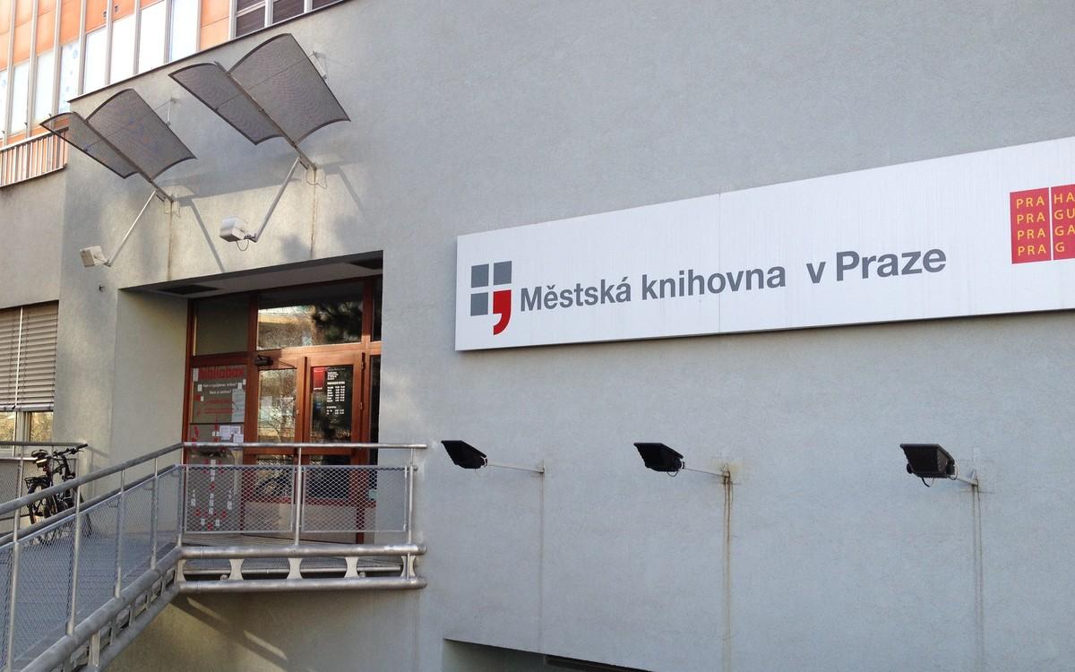 První a zatím jediný bibliobox Městské knihovny bydlí na pobočce Opatov