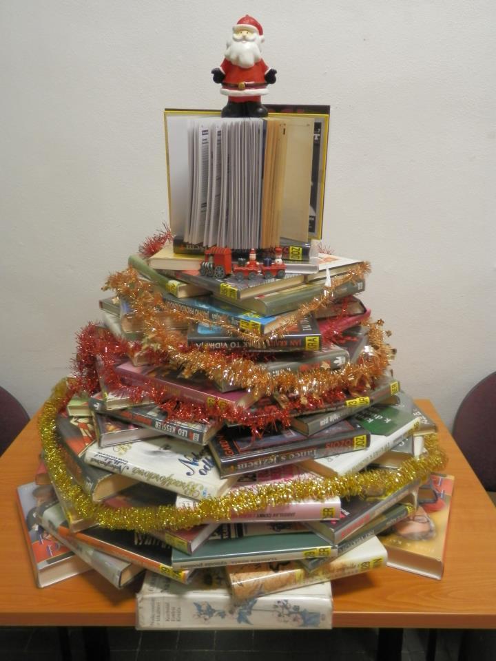Malý stromek v Městské knihovně Beroun