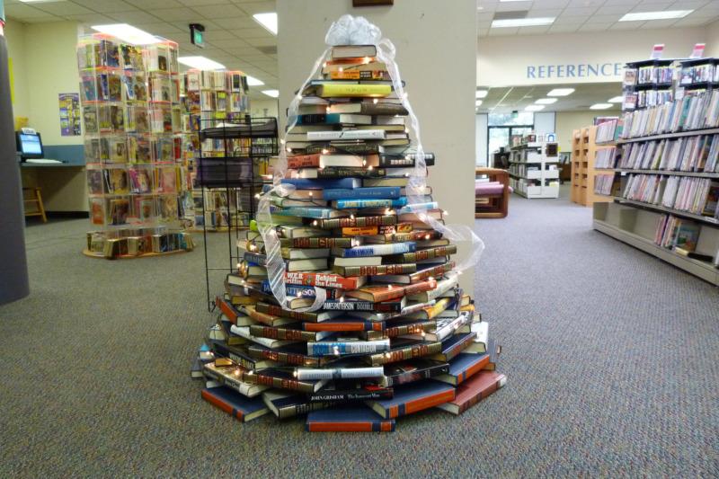 Pěkný stromek si v roce 2010 ozdobili i v jedné knihovně v Texasu
