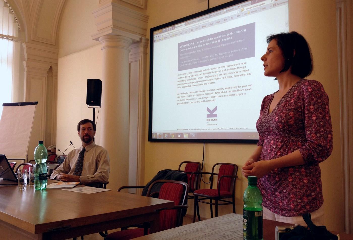 Jana Machonská z AIP vítá účastníky a předává slovo vedoucímu workshopu