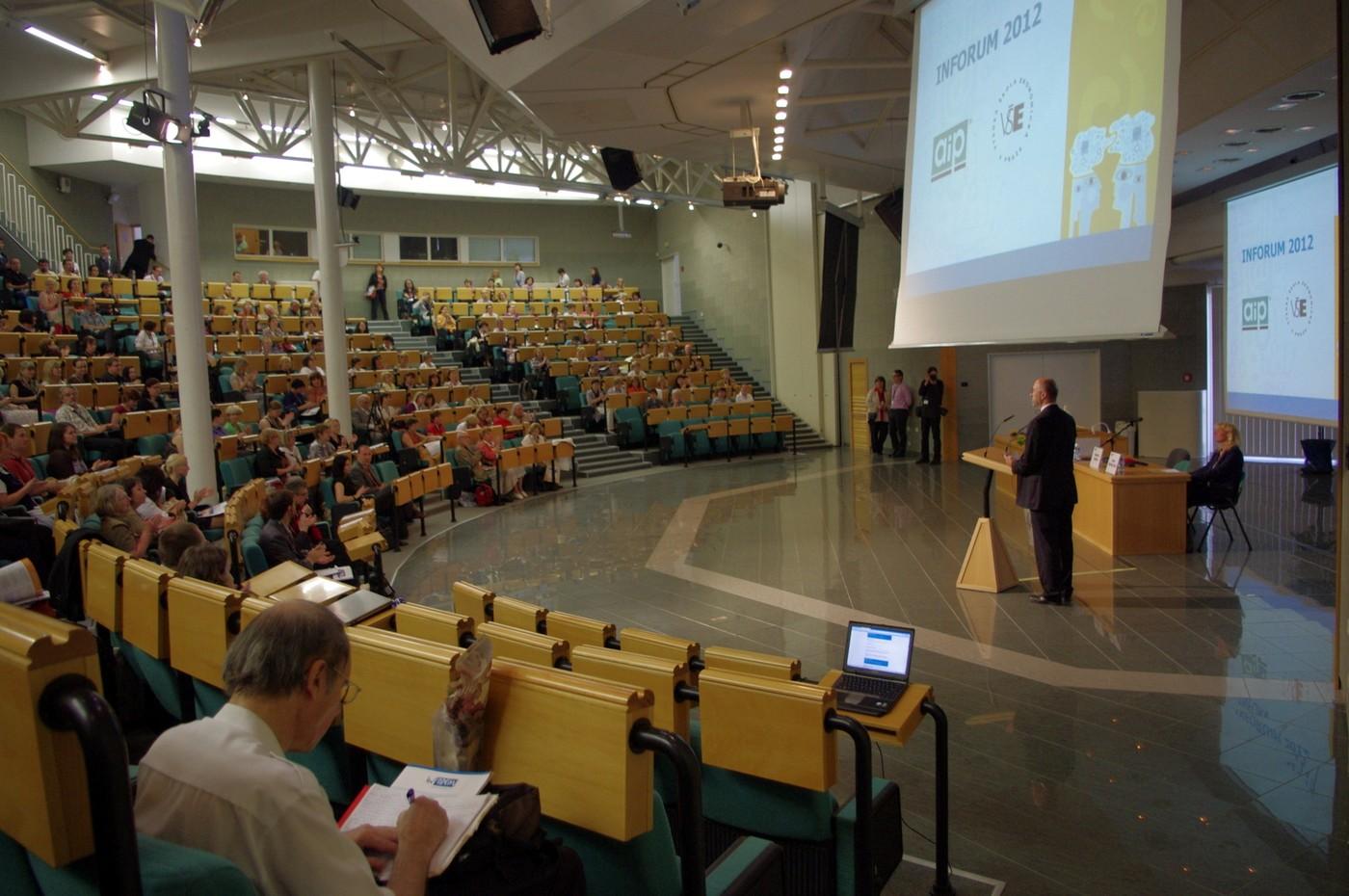 Vladimír Karen zahajuje 18. ročník konference INFORUM