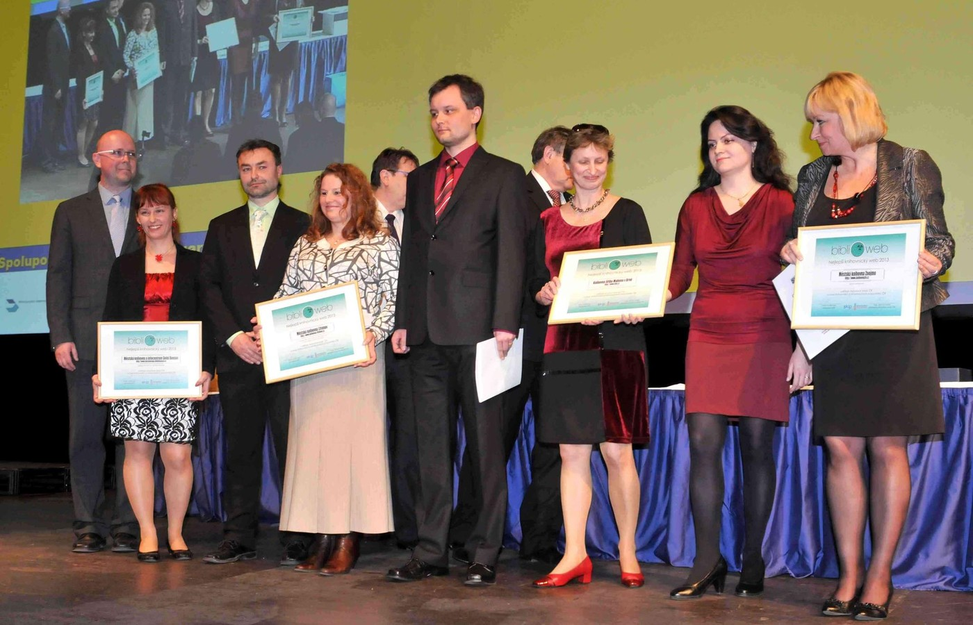 Společná fotografie vítězů soutěže BIBLIOWEB 2013 na konferenci ISSS