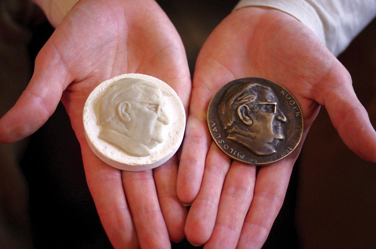 Jednotlivé kroky výroby soukromé medaile