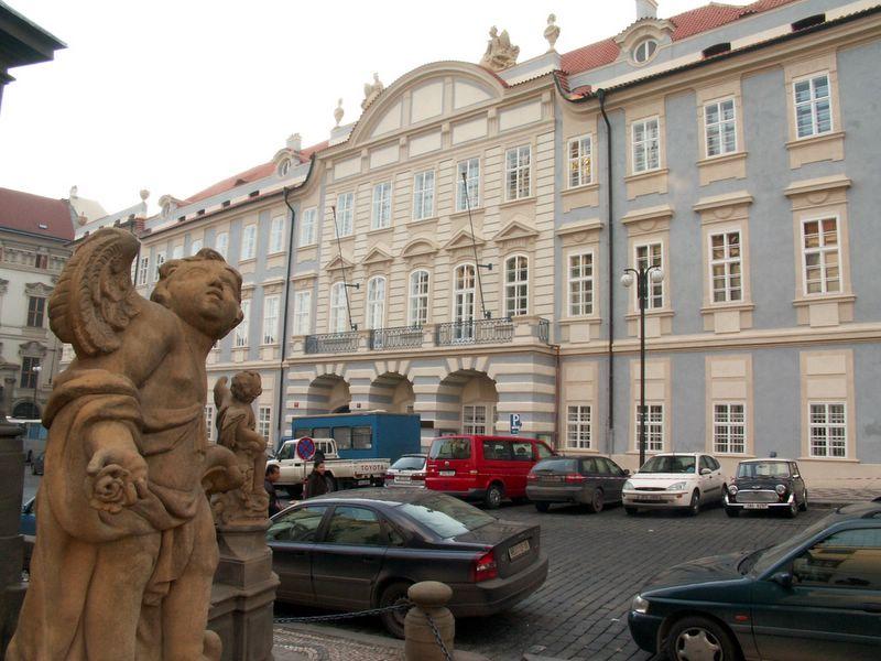 Knihovnu HAMU najdete v Praze na Malostranském náměstí