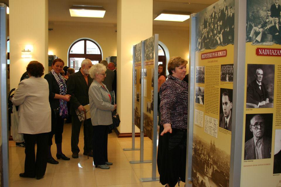 Vernisáž výstavy o historíi Detvanu sa uskutočnila 23. apríla 2013 v priestoroch Slovenského komorného divadla v Martine